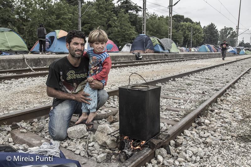 Vías de tren campo de refugiados de Idomeni