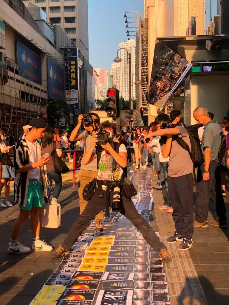Susana Vera fotografiando en Hong Kong.