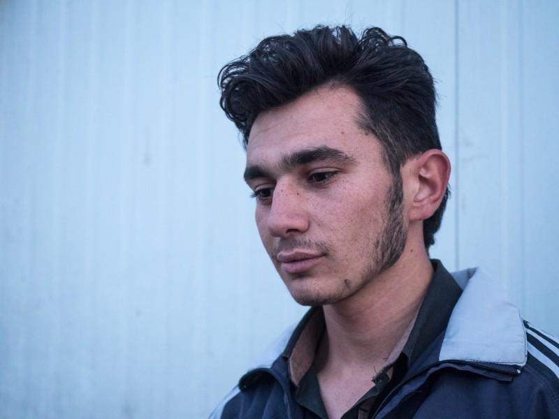 13- Fadi tiene 20 años y 1 hijo. En Siria estudiaba y tenía muchas opciones de futuro. Aquí sus opciones se han desvanecido.