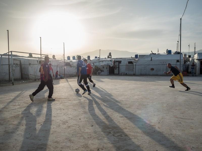 19- No hay actividades de ocio en el campamento. Solo el fútbol. Y solo para hombres.