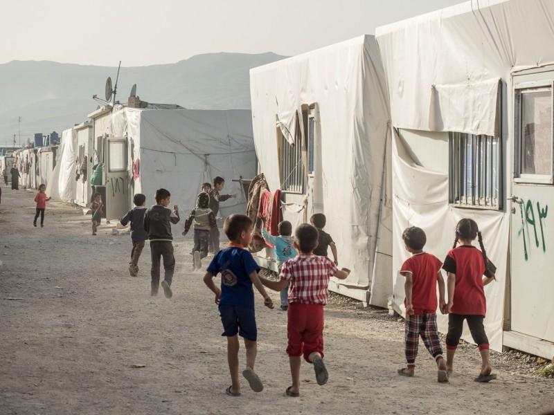 4- Las familias son numerosas. Es frecuente que las mujeres tengan hasta siete hijos, lo que genera que haya muchos niños corriendo por el campo de refugiados.