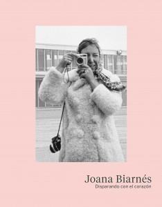 Portada del libro de Joana Biarnés, Disparando con el corazón